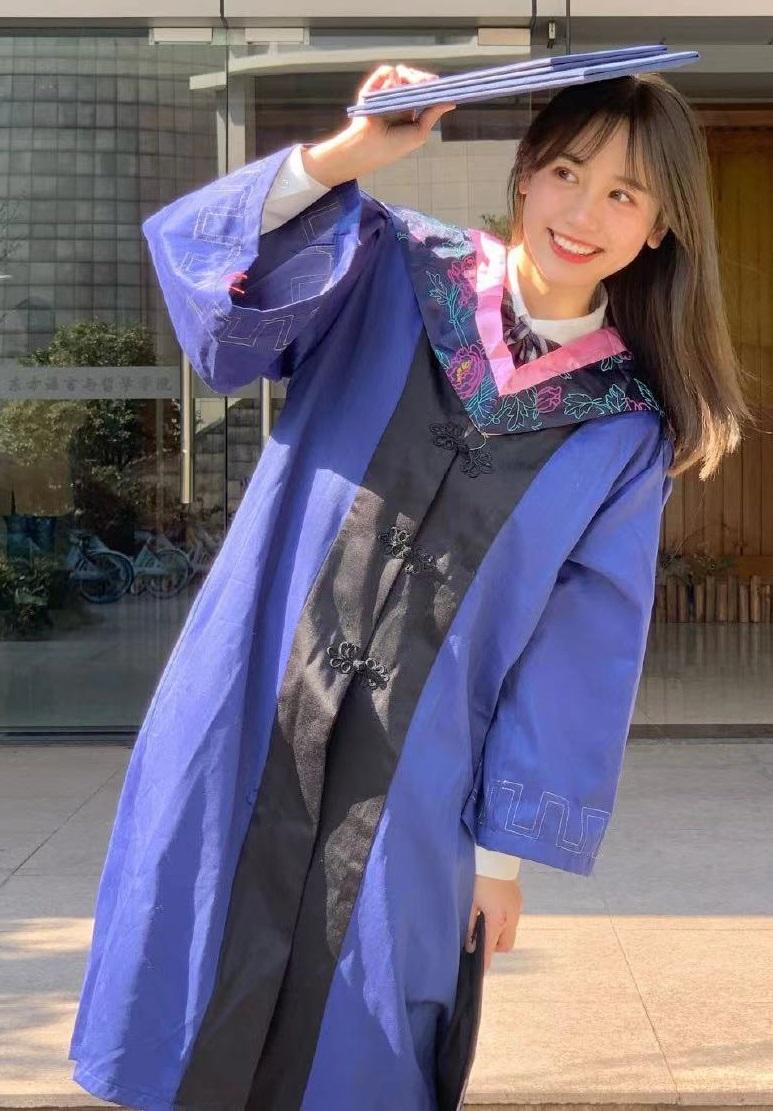 穿蓝色战袍一舞成名的一栗小莎子