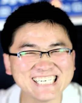 """还记得因独特笑声而走红的""""姜涛""""吗?如今因人气下滑下跪磕头退网"""