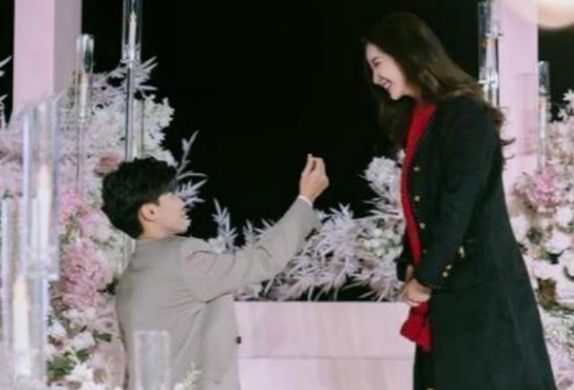 """网红唐梓和""""女装大佬""""艾比亲密照曝光,即将结婚的他,要塌房了"""