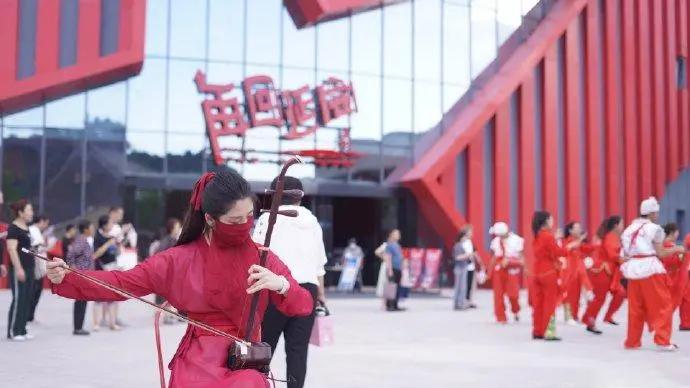 """红街二胡小姐姐海外刮起中国风,用二胡""""俘获""""全球网友心"""